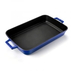 modrý smaltovaný pekáč