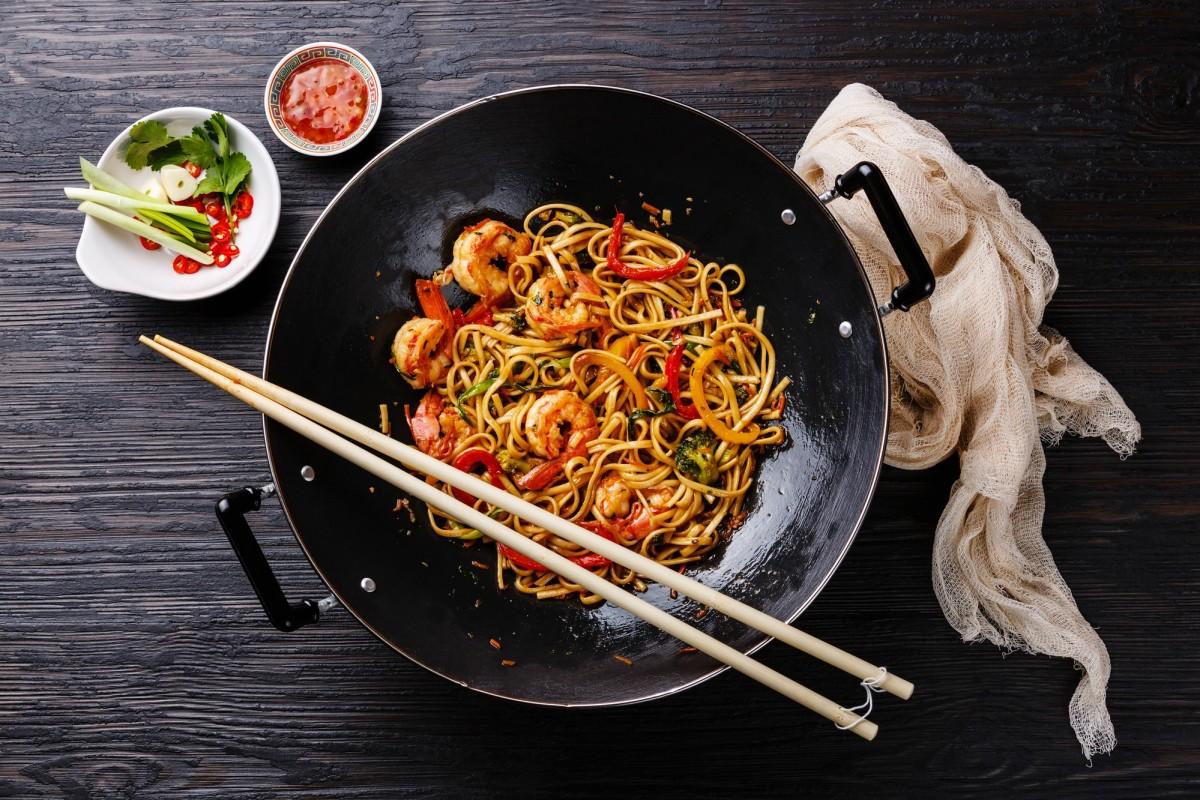 litinová pánev wok