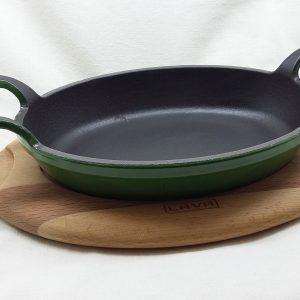 Litinová pánev 19x14 cm s dřevěným podstavcem - zelená od značky LAVA Metal